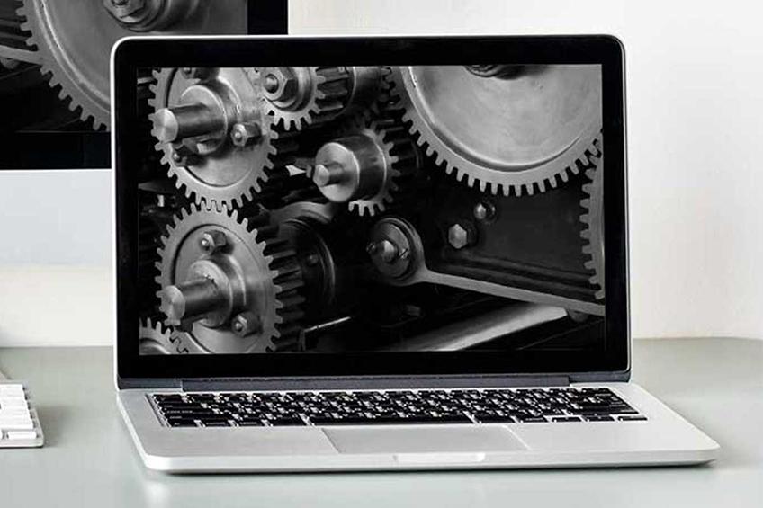 Computador com engranagens na tela